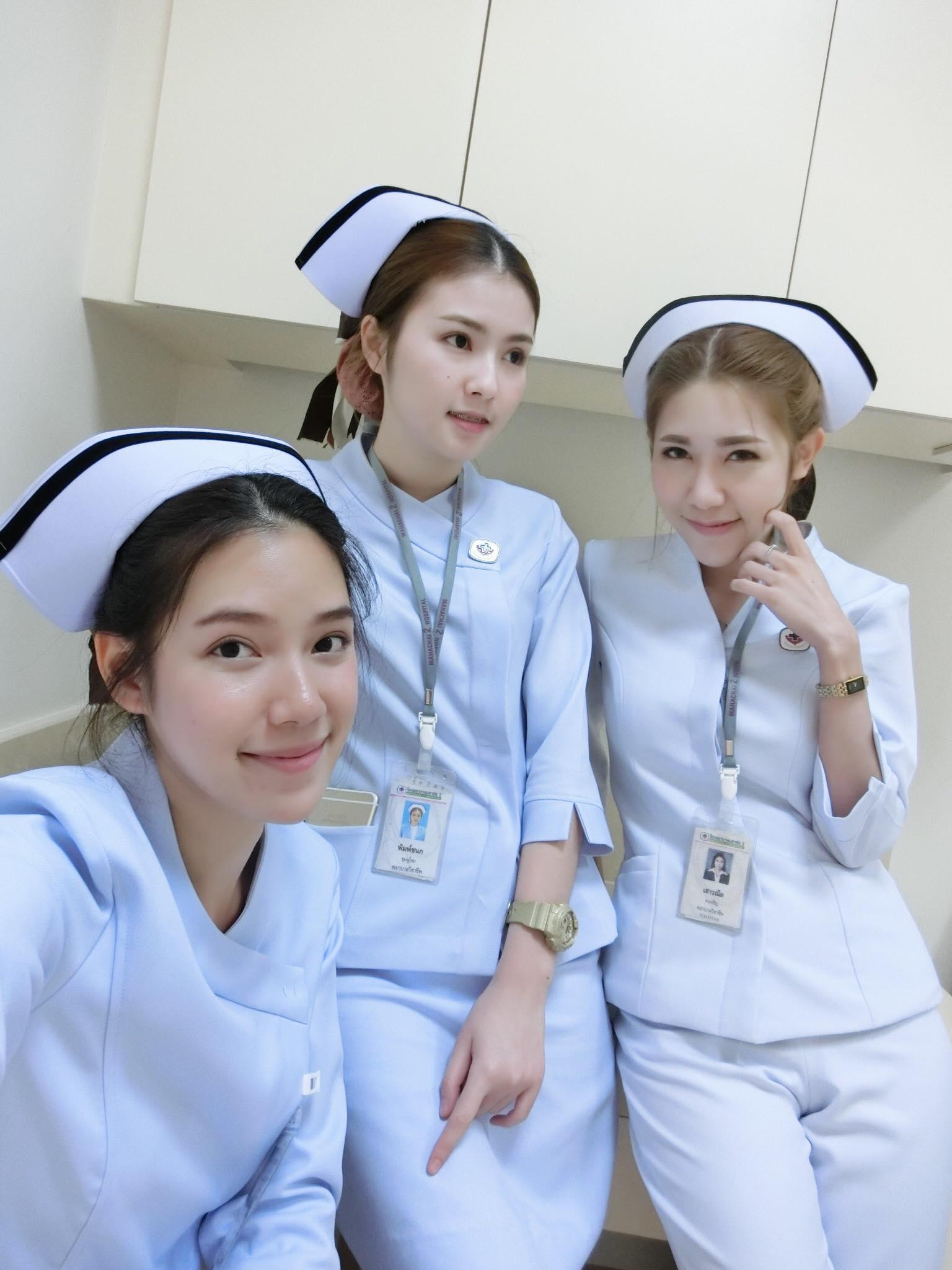 Bức ảnh siêu hot: 3 cô y tá đã xinh lại còn làm cùng viện với nhau! - Ảnh 1.