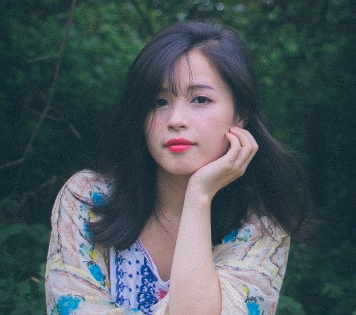 Cộng đồng mạng săn lùng cô cổ động viên xinh đẹp trong trận bóng Việt Nam - Afghanistan - Ảnh 4.
