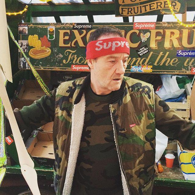 U60 và có 3 con, ông bác bán trái cây này vẫn trở thành fan chất chơi của Supreme như thường - Ảnh 10.