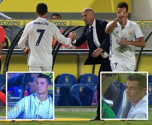 Ronaldo chửi thề sau khi bị thay ra sân? - Ảnh 2.