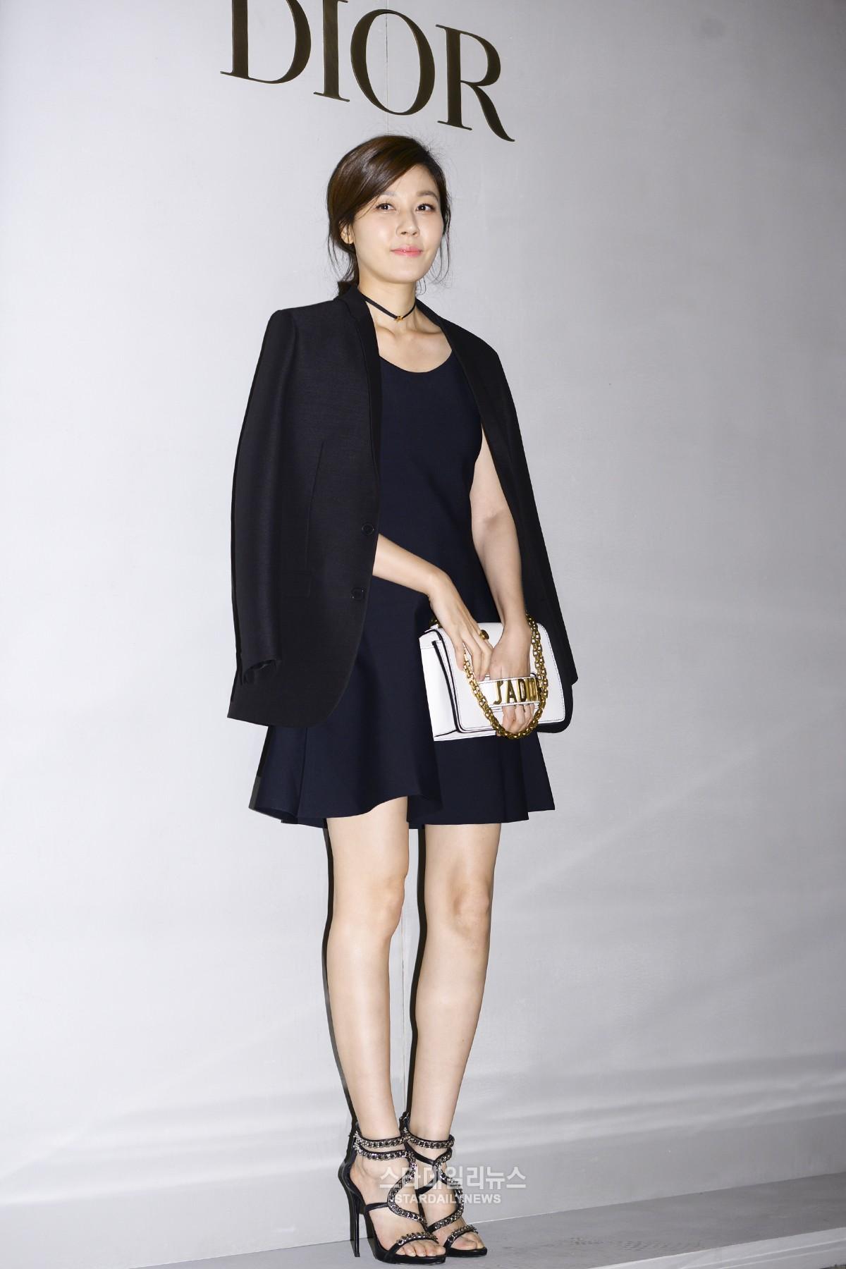 Yoona và Sulli cùng diện đồ hiệu đẳng cấp, đọ sắc vóc một chín một mười tại sự kiện của Dior - Ảnh 11.