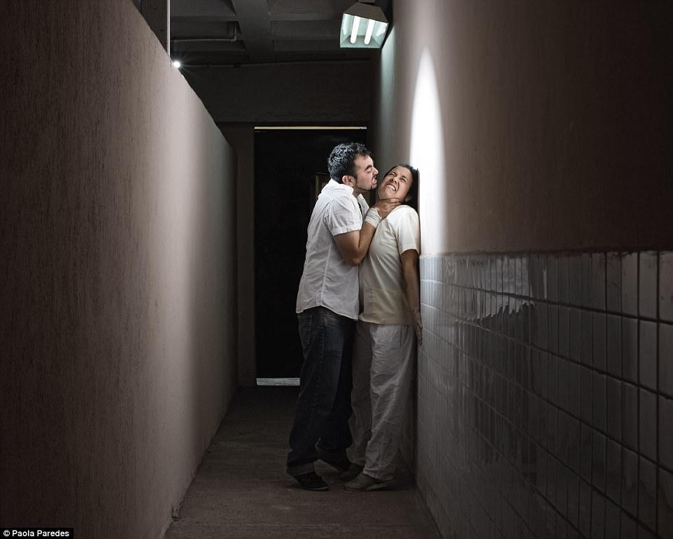 Địa ngục đằng sau cánh cửa các trại chữa bệnh đồng tính có thật tại nhiều nước trên thế giới - Ảnh 10.