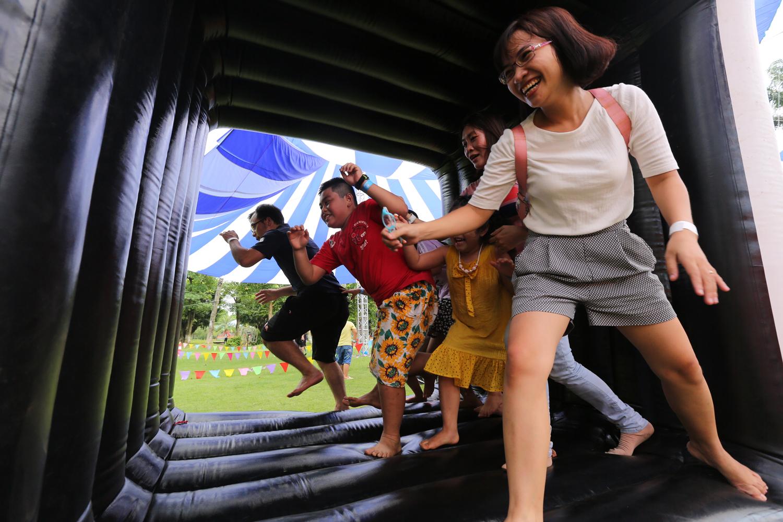 Chùm ảnh: Biển người đổ về khu vui chơi ở Hà Nội trong ngày đầu nghỉ lễ Quốc khánh - Ảnh 17.