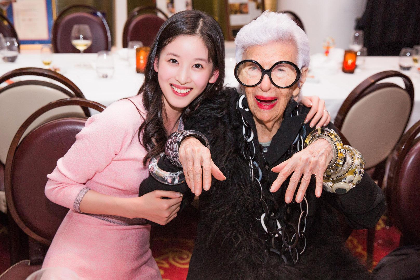 Từ khi lấy chống, hot girl trà sữa Chương Chiết Thiên liên tục diện đồ hiệu, dự sự kiện thời trang danh tiếng - Ảnh 13.