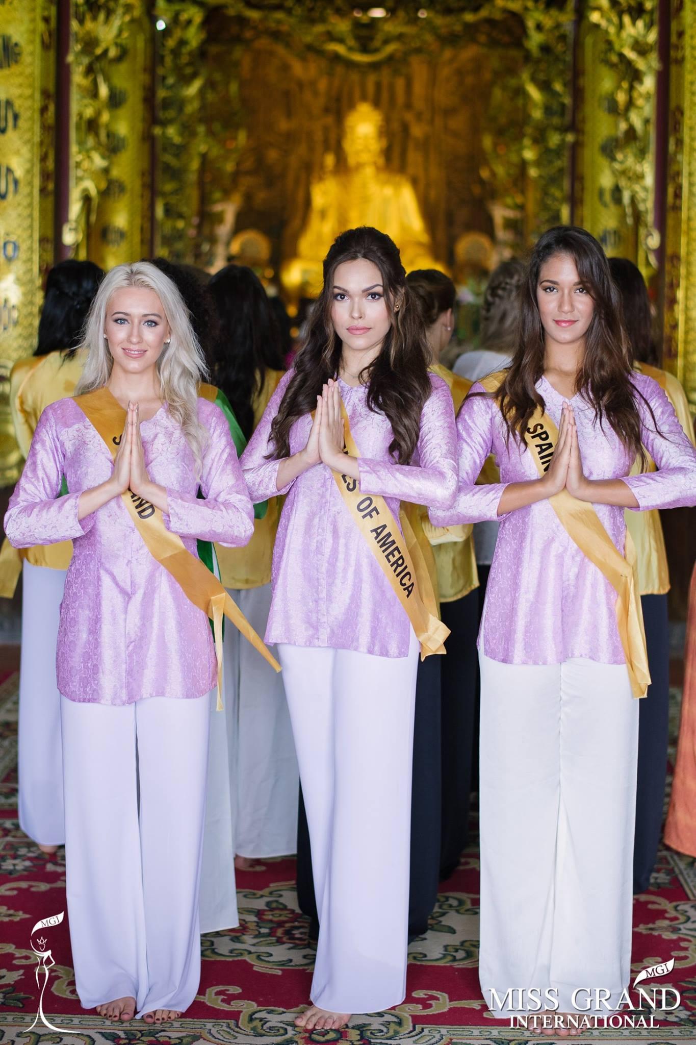 Thí sinh Miss Grand International 2017 duyên dáng trong tà áo bà ba vãn cảnh chùa - Ảnh 3.