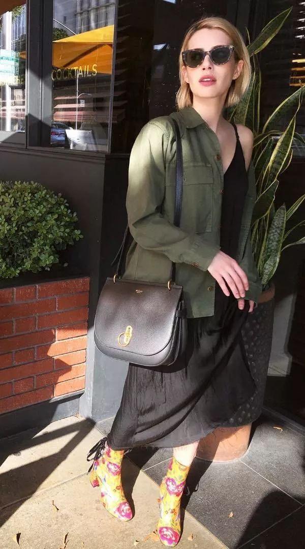 Trông hết sức bình thường nhưng chiếc túi hàng hiệu này lại đang được loạt Hoa ngữ và các fashionista thi nhau diện - Ảnh 12.