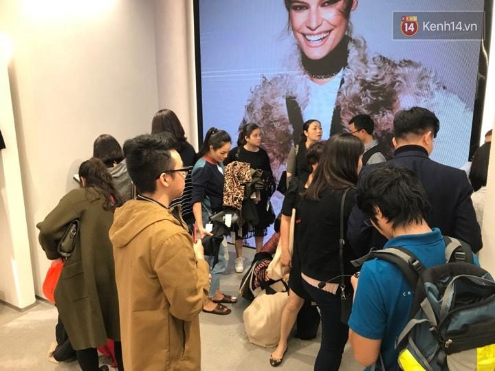Zara Hà Nội khai trương: Tới trưa khách đông nghịt, ai cũng nô nức mua sắm như đi trẩy hội - Ảnh 25.