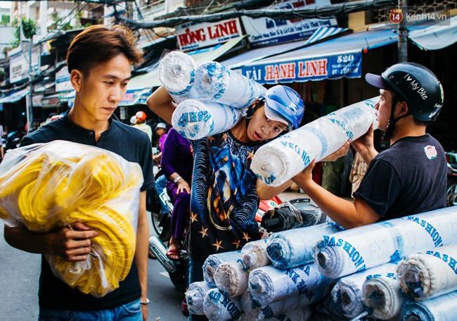 Chùm ảnh: Ghé thăm chợ Soái Kình Lâm - thiên đường vải vóc lâu đời và nhộn nhịp nhất ở Sài Gòn - Ảnh 11.