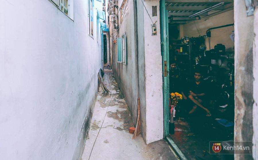 Từ vụ cháy nhà trong hẻm nhỏ khiến 3 mẹ con tử vong ở Sài Gòn: Thấp thỏm sống trong những con hẻm chỉ vừa một người đi - Ảnh 8.