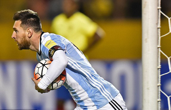 Thánh Messi lập hat-trick, Argentina hiên ngang đến Nga vào mùa hè năm sau - Ảnh 3.