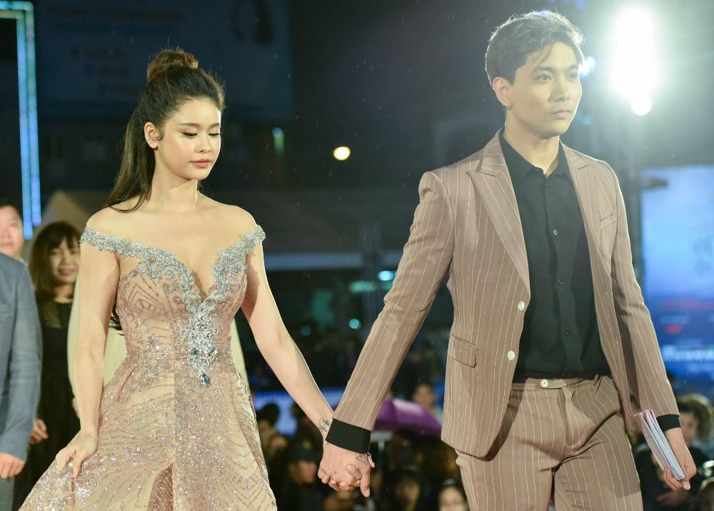 Tim và Trương Quỳnh Anh trong buổi Liên hoan Phim Việt Nam 2017