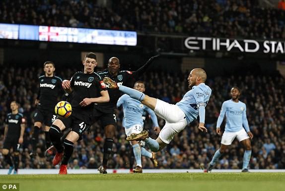 Man City thắng nghẹt thở cuối trận, tiến gần kỷ lục của Arsenal - Ảnh 3.