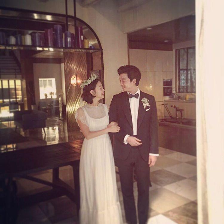 Nữ chính Goblin bị nghi úp mở chuyện chia tay người yêu để hẹn hò với Gong Yoo - Ảnh 2.