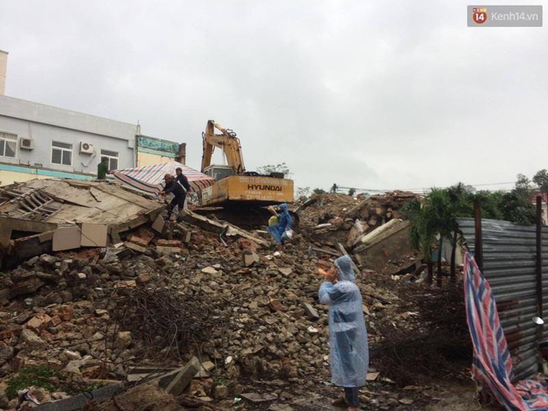 Sập tòa nhà trụ sở cũ của báo Đà Nẵng khi tháo dỡ, 2 người tử vong - Ảnh 3.
