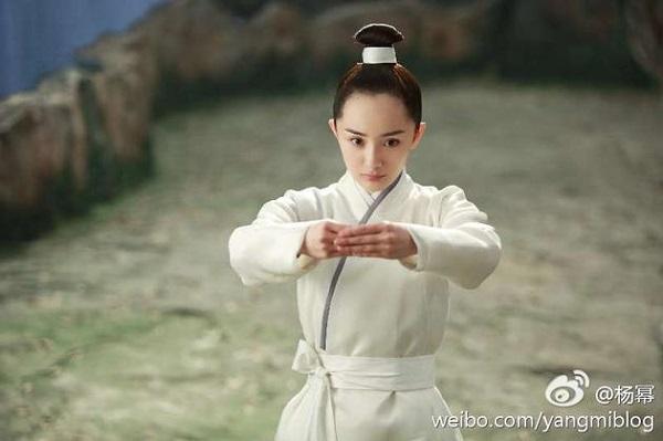 Dương Mịch sẽ đi cấy tóc nếu netizen Trung tiếp tục cợt nhả... cái trán dô của mình! - Ảnh 16.