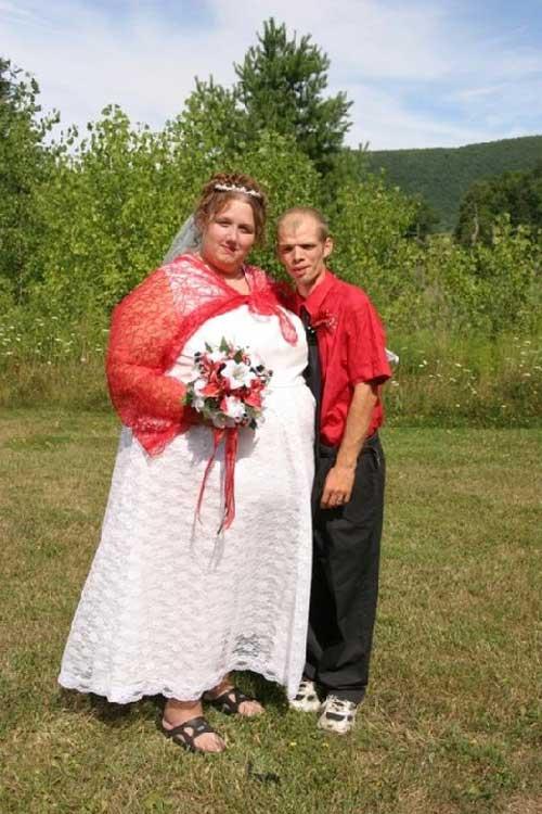 17 cô dâu hóa tuồng chèo khi khoác lên mình những thảm họa váy cưới - Ảnh 1.