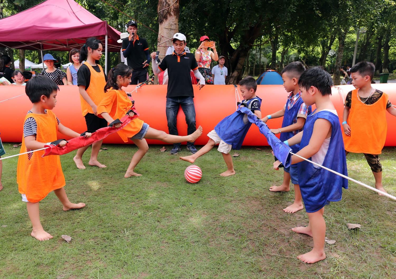 Chùm ảnh: Biển người đổ về khu vui chơi ở Hà Nội trong ngày đầu nghỉ lễ Quốc khánh - Ảnh 18.