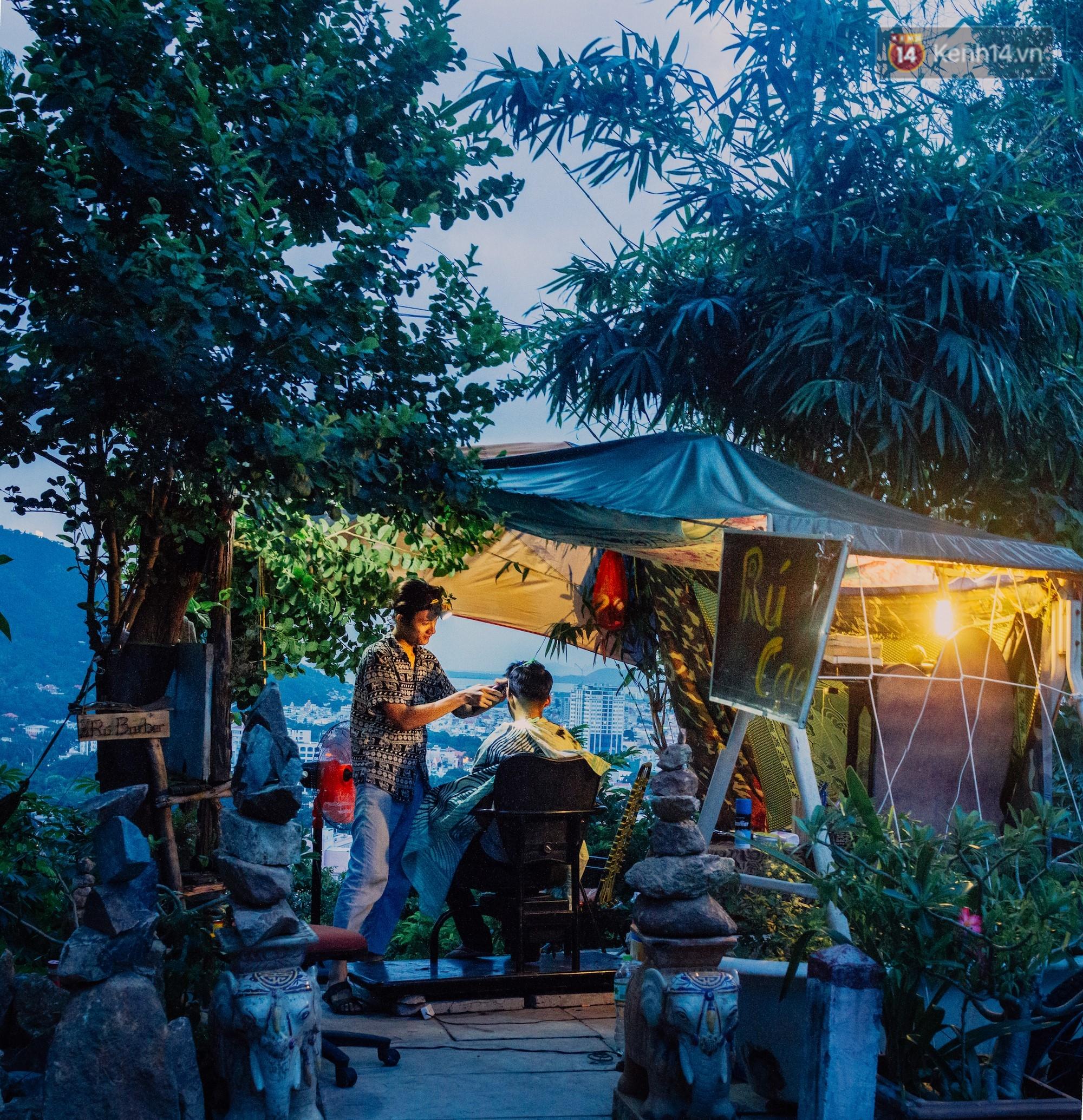 Chuyện về chàng trai Vũng Tàu bỏ phố lên rừng để mở tiệm tóc trong túp lều độc đáo bên triền dốc - Ảnh 11.