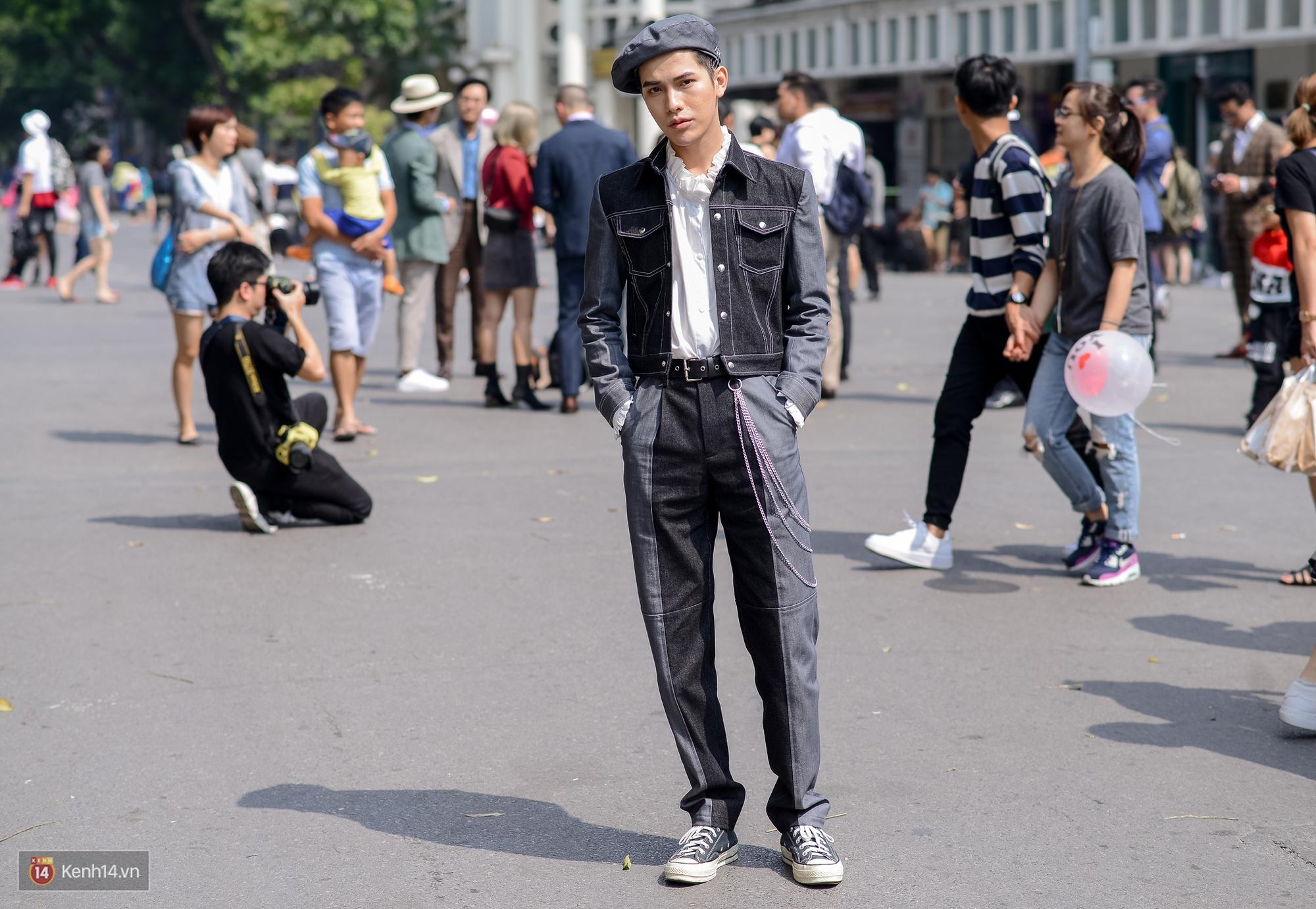 Street style ngày đầu VIFW: Giới trẻ Hà Nội ăn vận lồng lộn hơn hẳn năm trước, các nhóc tì mặc chất gây bão phố đi bộ - Ảnh 18.
