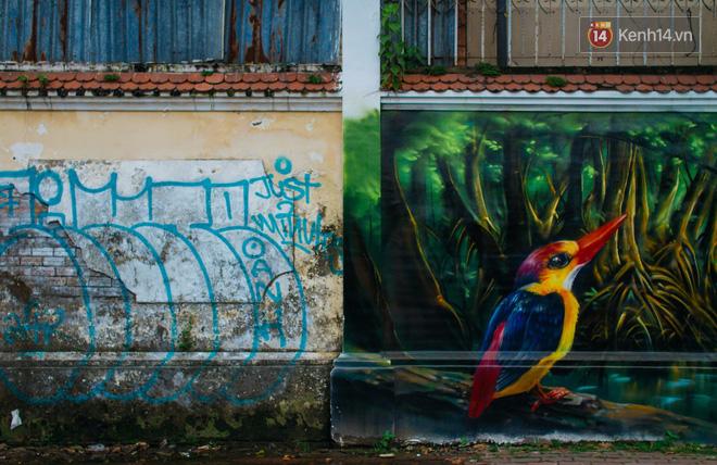 Khi graffiti nửa mùa xuất hiện tràn lan ở Sài Gòn: Đến cả những tấm pano rất đẹp cũng đã bị bôi bẩn - Ảnh 3.