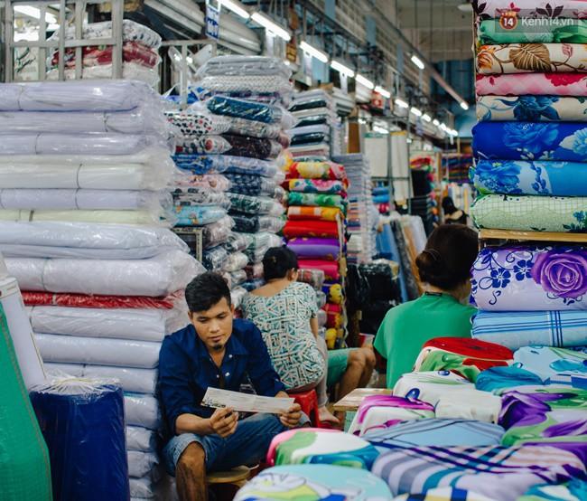 Chùm ảnh: Ghé thăm chợ Soái Kình Lâm - thiên đường vải vóc lâu đời và nhộn nhịp nhất ở Sài Gòn - Ảnh 12.