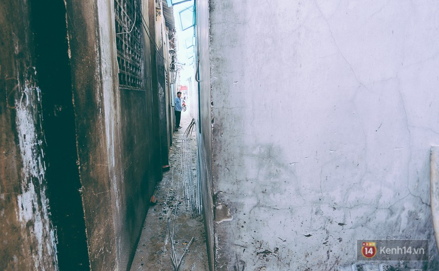 Từ vụ cháy nhà trong hẻm nhỏ khiến 3 mẹ con tử vong ở Sài Gòn: Thấp thỏm sống trong những con hẻm chỉ vừa một người đi - Ảnh 9.