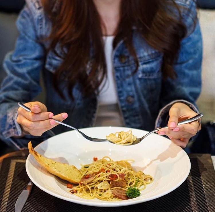 4 quán mới này sẽ chứng minh chẳng bao giờ bạn đi hết nổi cafe đẹp ở Bangkok! - Ảnh 17.