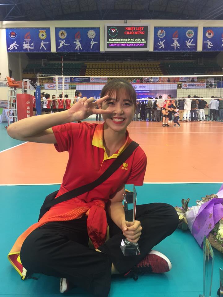 Nhan sắc xinh đẹp của hot girl bóng chuyền 15 tuổi cao 1m74 - Ảnh 2.