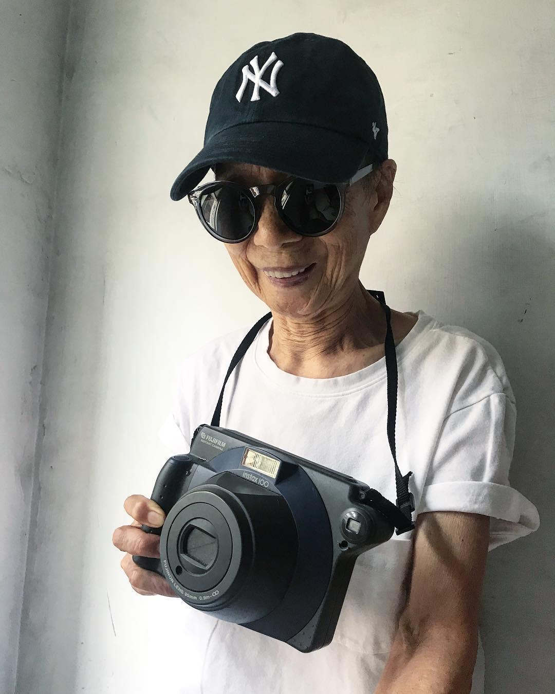 Chỉ 2 tuần sau khi xuất hiện trên Instagram, cụ bà 88 tuổi này đã trở thành hiện tượng thời trang xứ Đài - Ảnh 17.