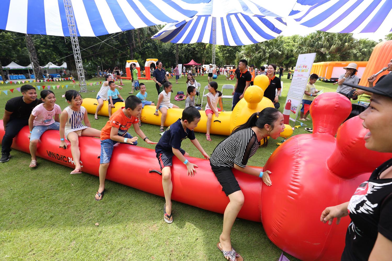 Chùm ảnh: Biển người đổ về khu vui chơi ở Hà Nội trong ngày đầu nghỉ lễ Quốc khánh - Ảnh 15.