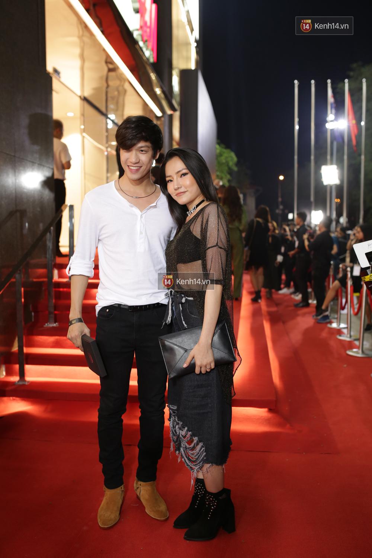 Angela Phương Trinh & Chi Pu quá đỗi sành điệu, công phá thảm đỏ sự kiện ra mắt H&M Việt Nam - Ảnh 17.