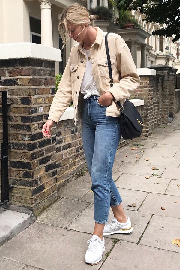 Trông hết sức bình thường nhưng chiếc túi hàng hiệu này lại đang được loạt Hoa ngữ và các fashionista thi nhau diện - Ảnh 16.