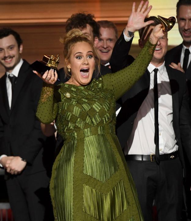 Không thể tin nổi: Người ta vận chuyển Adele lên sân khấu trong một cái hộp đựng đồ - Ảnh 9.