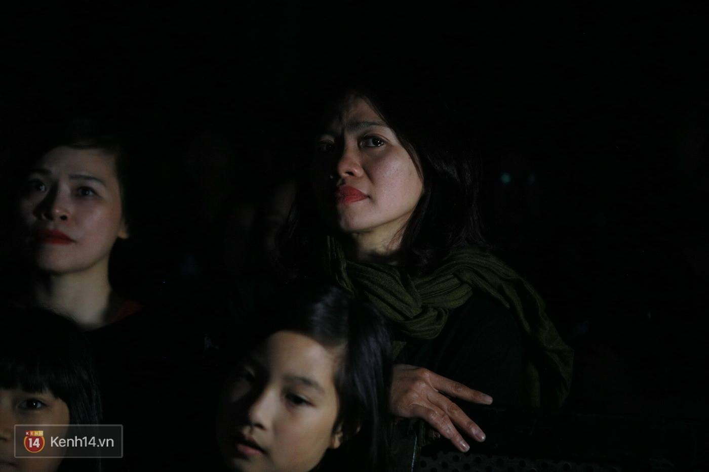 Vợ Trần Lập nghẹn ngào khi giọng chồng cất lên trong ca khúc Mắt đen - Ảnh 27.