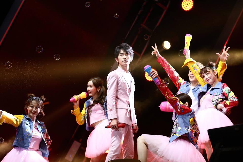 Trai đẹp tuổi teen TFBoys bùng nổ trong concert kỷ niệm 4 năm - Ảnh 26.