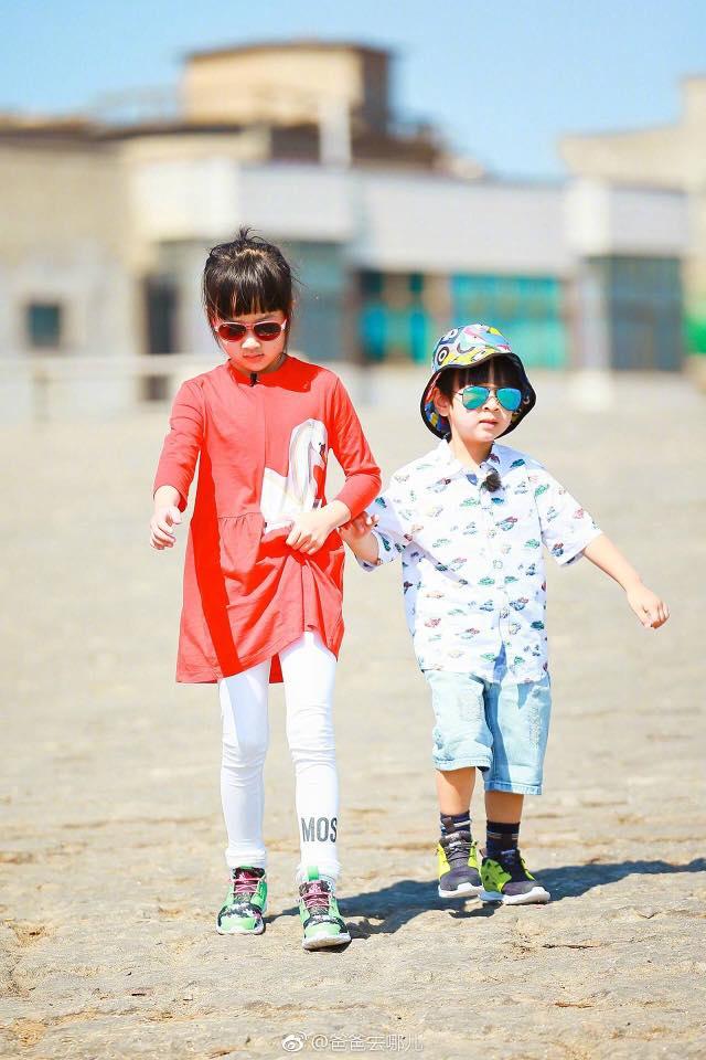 Hé lộ hình ảnh của 2 cục cưng siêu cấp dễ thương nhà Ngô Tôn dự báo sẽ gây bão mạng xã hội - Ảnh 4.