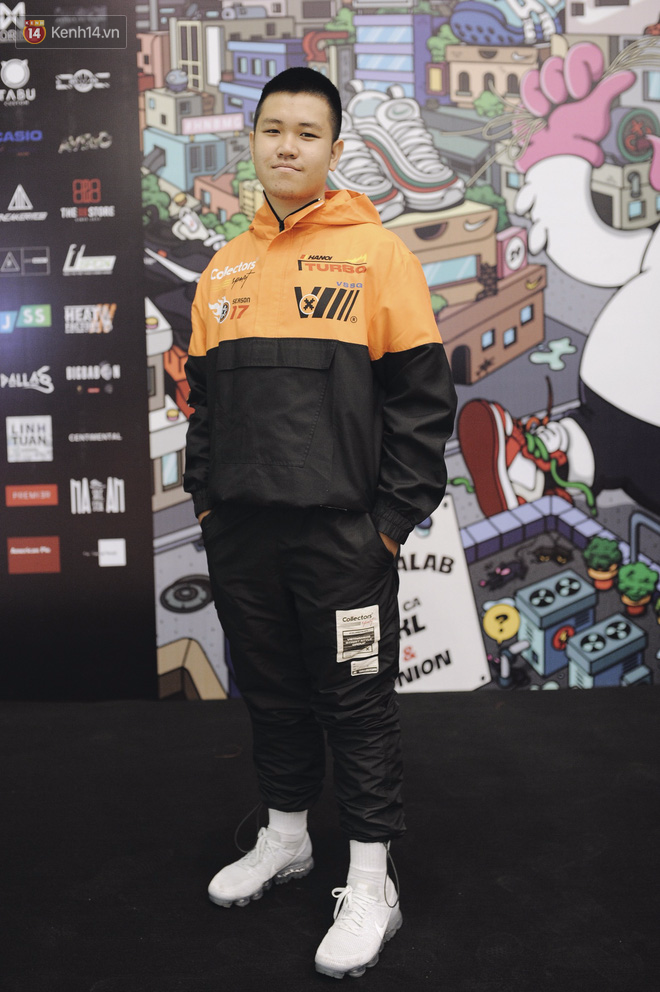 Giới trẻ Việt thi nhau mặc hoodie trăm triệu của Louis Vuitton x Supreme và đồ streetwear đắt đỏ tới Sole Ex 2017 - Ảnh 14.