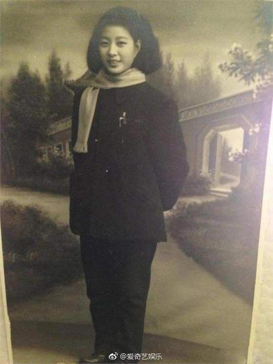 Cận cảnh nhan sắc bà nội của Phạm Băng Băng: Chỉ có thể thốt lên Đẹp di truyền - Ảnh 1.
