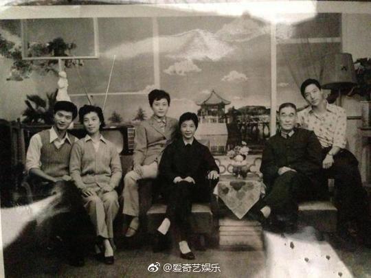 Cận cảnh nhan sắc bà nội của Phạm Băng Băng: Chỉ có thể thốt lên Đẹp di truyền - Ảnh 4.