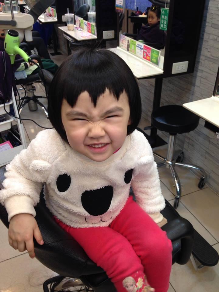 Bị mẹ ngăn cản, cô bé 5 tuổi vẫn kiên quyết cắt tóc răng cưa để giống thần tượng Maruko - Ảnh 8.