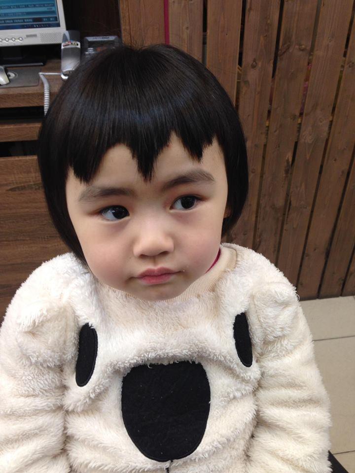Bị mẹ ngăn cản, cô bé 5 tuổi vẫn kiên quyết cắt tóc răng cưa để giống thần tượng Maruko - Ảnh 5.