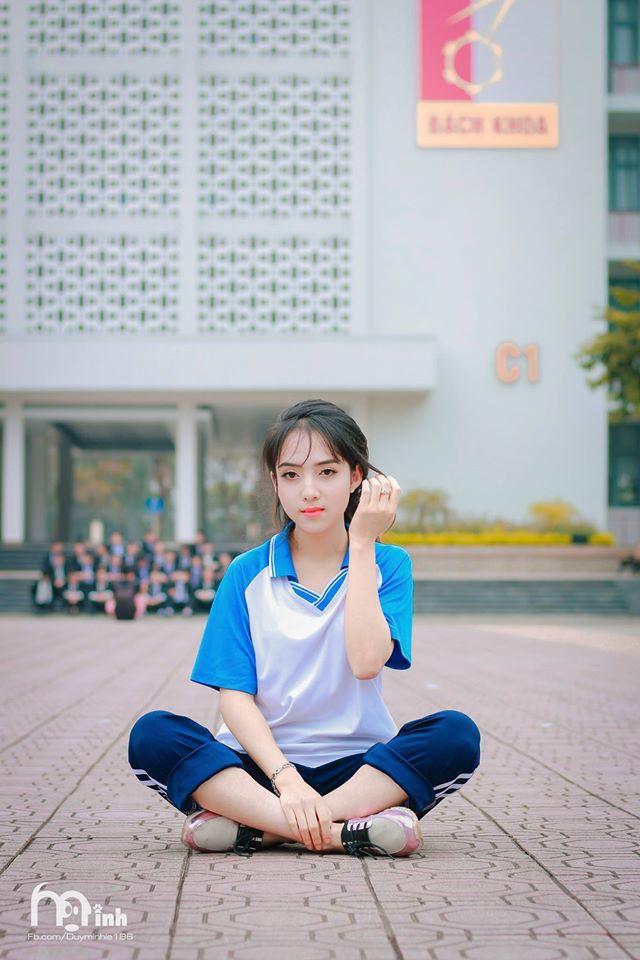 Nữ sinh xinh xắn trong bộ ảnh Thanh xuân vườn trường khiến