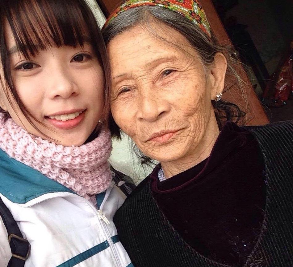 Người bà tuyệt nhất thế gian: 75 tuổi vẫn chắt chiu từng đồng bạc lẻ nuôi cháu vào Đại học Hà Nội - Ảnh 1.