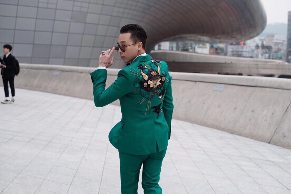 Cùng chạy show điên đảo ở Seoul Fashion Week, thế mà Sơn Tùng và Hoàng Ku lại chẳng chào nhau 1 câu... - Ảnh 4.