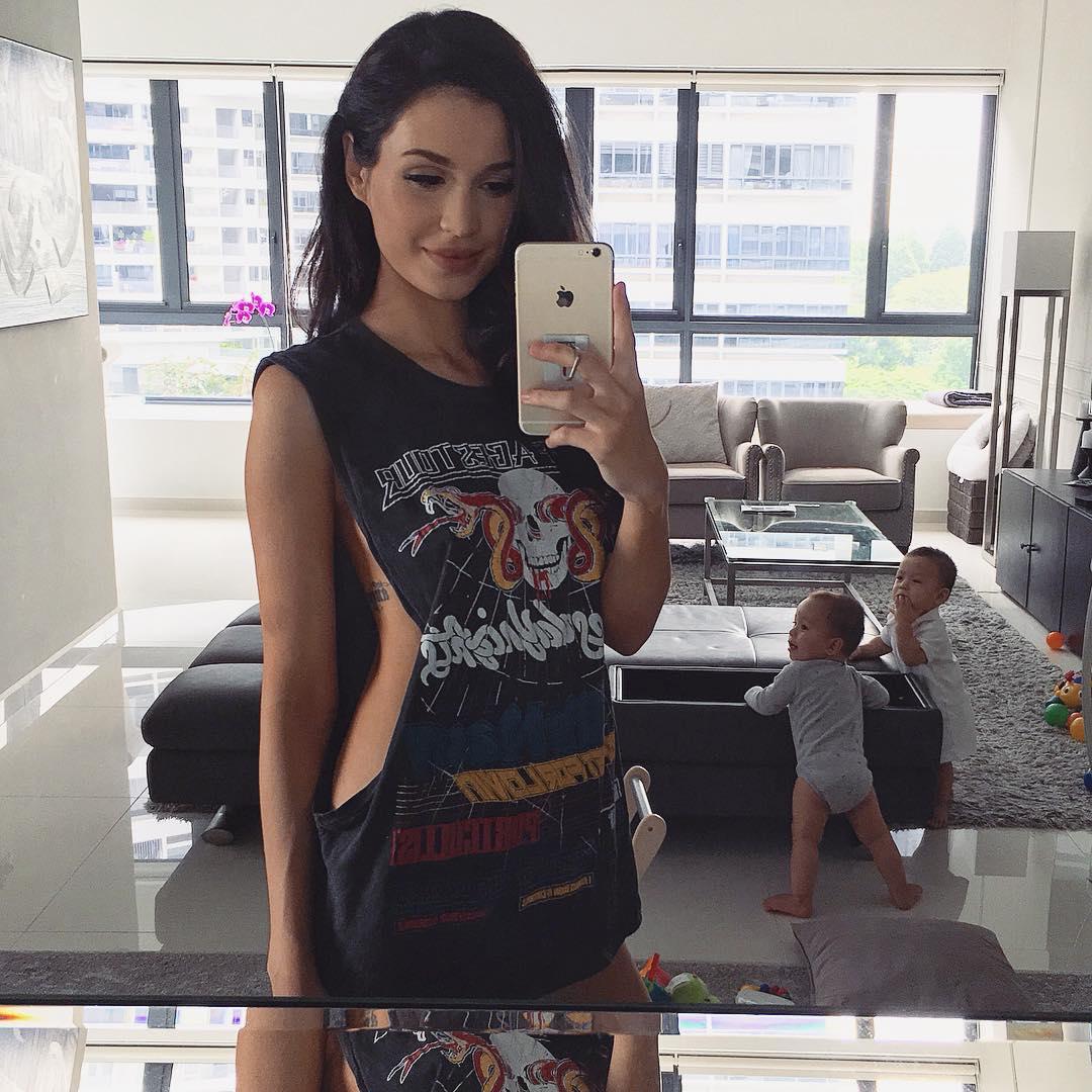 Bà mẹ bỉm sữa Singapore gây bão Facebook vì vẻ đẹp quá gợi cảm- Ảnh 22.