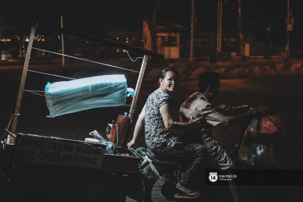 Xe hàng rong 25 năm và một tổ ấm đơn sơ của anh gù nhà thờ Đức Bà Sài Gòn - Ảnh 16.