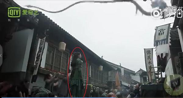 Dương Mịch sẽ đi cấy tóc nếu netizen Trung tiếp tục cợt nhả... cái trán dô của mình! - Ảnh 18.
