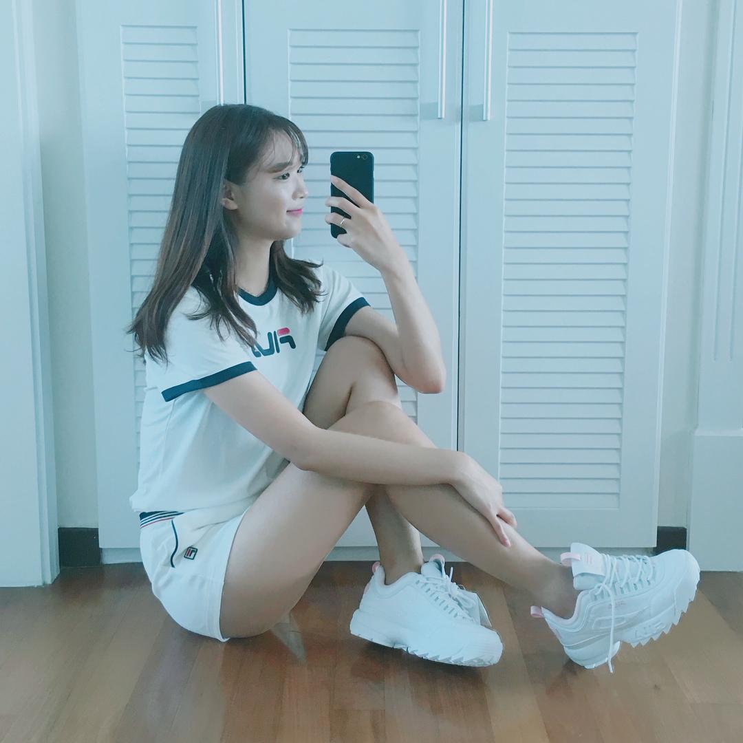 Giới trẻ châu Á người người nhà nhà đang diện T-shirt và sneaker Fila chất phát ngất ra sao? - Ảnh 25.