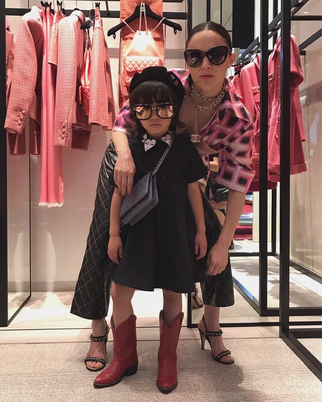 Mix đồ đẹp hơn người lớn, luôn đeo kính cực ngầu, cô bé này chính là fashion icon nhí chất nhất Nhật Bản - Ảnh 19.