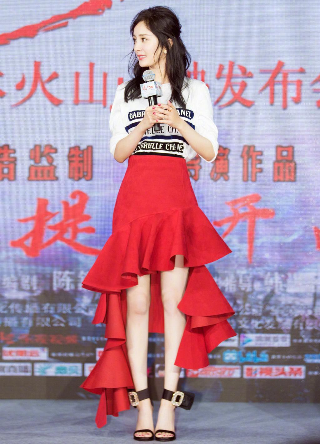 Nổi tiếng mặc đẹp nhưng Dương Mịch cũng từng có vô số pha mặc lỗi chẳng muốn nhìn lại như thế này - Ảnh 2.